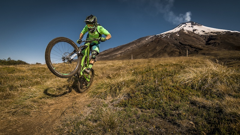 Clementz s ride down the Villarica bike park
