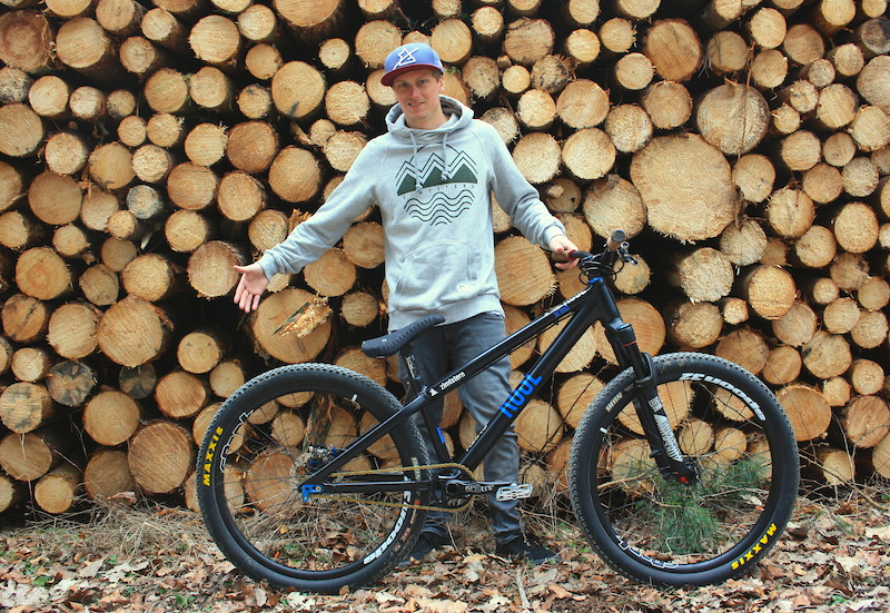 rose bikes sign anthony messere and antoine bizet pinkbike. Black Bedroom Furniture Sets. Home Design Ideas