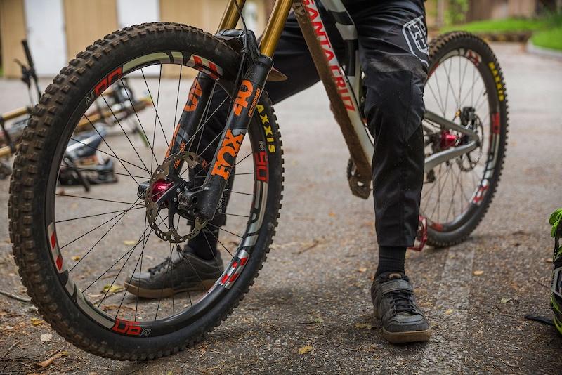 6f814648d57 It's Alive: Santa Cruz Reveals the V10 29er - Pinkbike