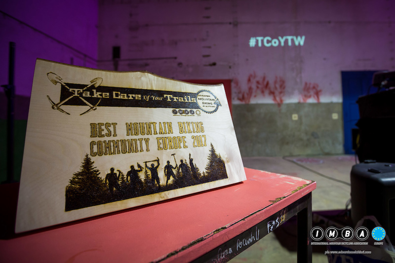 This stunning plaque designed by Scottish artist LeRoc was the award for the best mountain bike community of TCoYTW. ph Edoardo Melchiori Photography www.edoardomelchiori.com