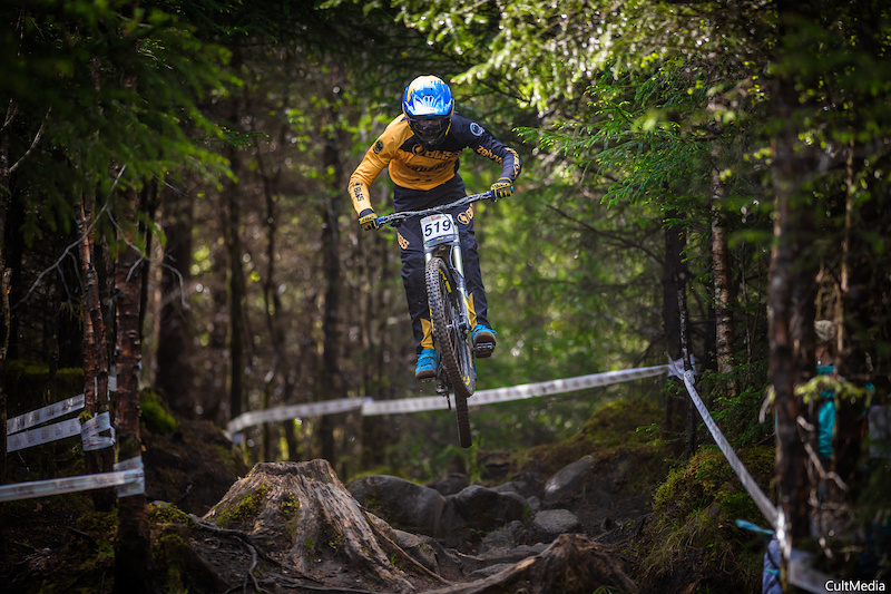 The Road to Fort William with Phil Atwell and Dirt Propain Zelvy