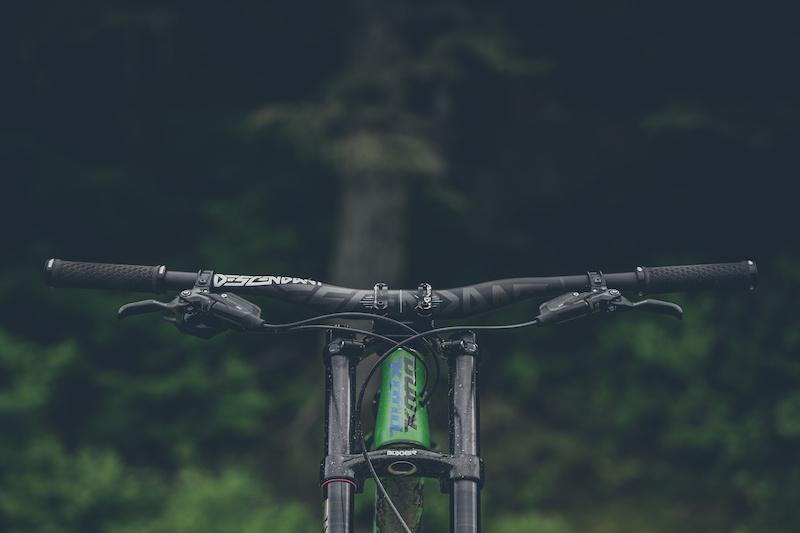 Truvativ Descendant Downhill Handlebar Riser Carbon 35mm Clamp 800mm