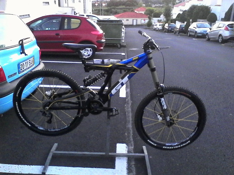 2005 Gt Dhi. She is done Forgotten for some years in a bike shop had to build this iconic frame again