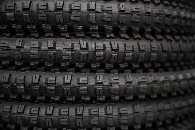 Onza Aquila tire