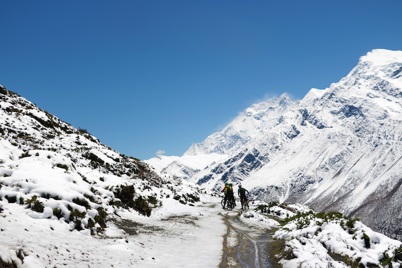 Descent from 4300 meters down to Khangsar Manang