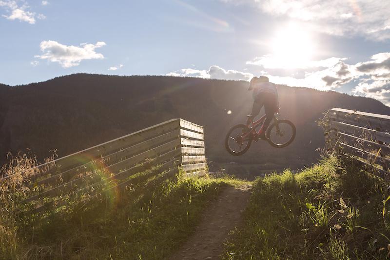Sascha whippin over the Bridge into the Sun