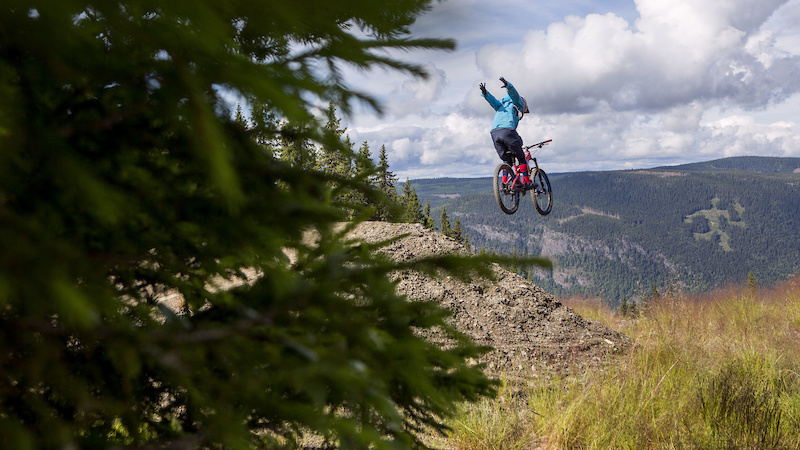 Always start the ride with a nice Suicide No-Hander
