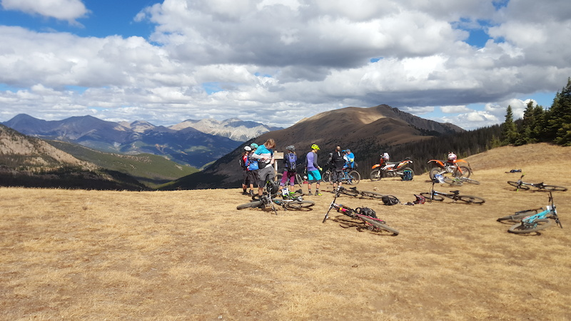 The 2017 Rocky Mountain Enduro Series Saves the Best Fall Rides for Last
