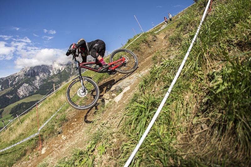 Valentina H ll Winner iXS European Downhill Cup U17 Rick Schubert
