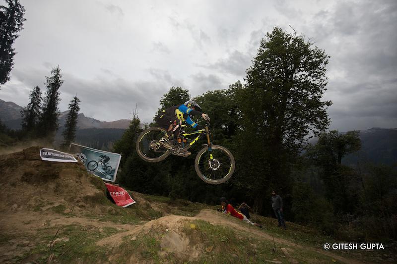 4th Himalayan Downhill Mountain Bike Trophy at Himalayan Mountain Bike Festival - organized by Himalayan Mountain Bike Network - www.himalayanmtb.com Photo Gitesh Gupta