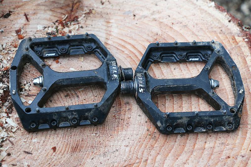 Chromag Scarab Platform pedals Bushing and sealed bearings Aluminium body Black