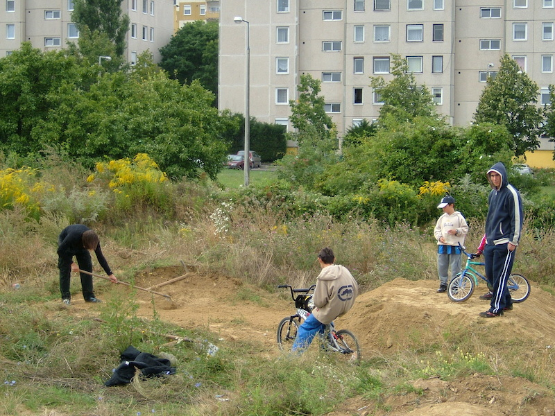 https www.pinkbike.com u vakesz blog the-history-of-the-1st-bmx-cross-track-in-hungary.html