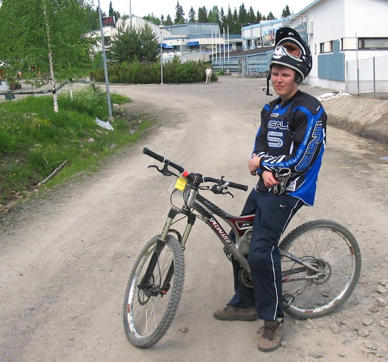 My first full suspension bike. Me after my first national DH cup race in june '06.