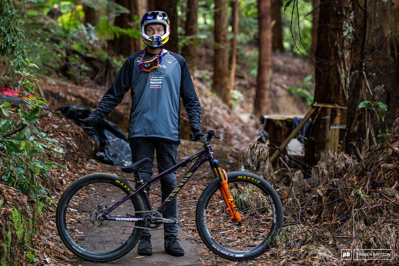 Tomas Genon showed up with a sparkly gold and purple Canyon Stitched hardtail.