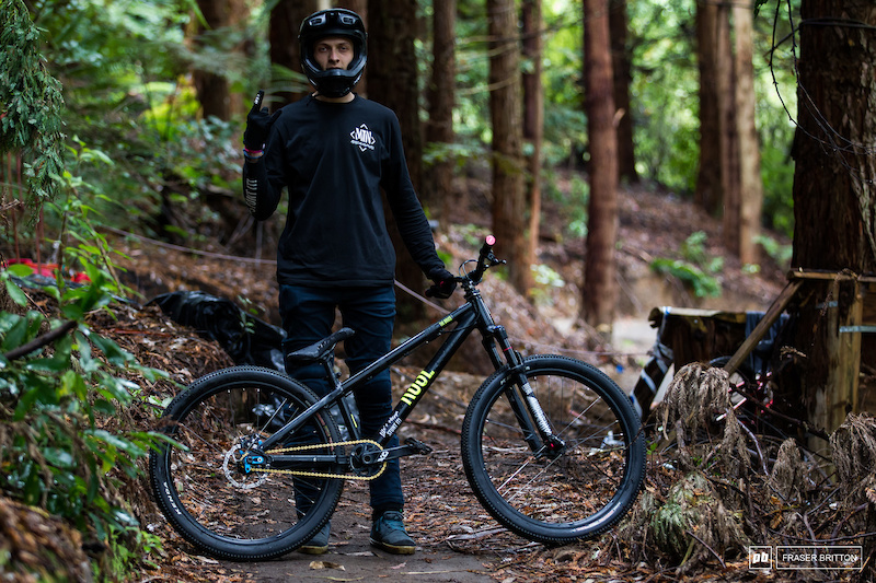 Lukas Knopf is also on a Rose The Jester 2 hardtail.