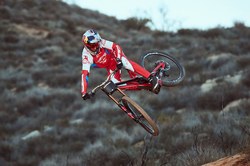 Video: Behind the Scenes of Aaron Gwin's World Cup Preparation - Pinkbike