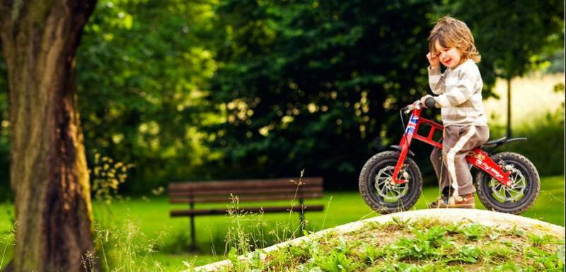 Steve Peat's son, Jake. This kid's gonna rip someday