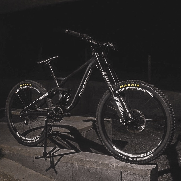 Custom Commencal Supreme V3 2012 Black Commencal  Supreme V3  Downhill bike