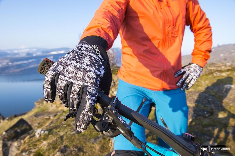Ridden & Rated: 5 Women's Gloves for Shoulder Season - Pinkbike