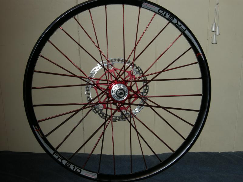 New Industry Nine rear wheel, with Hope Saw-blade floating rotor.