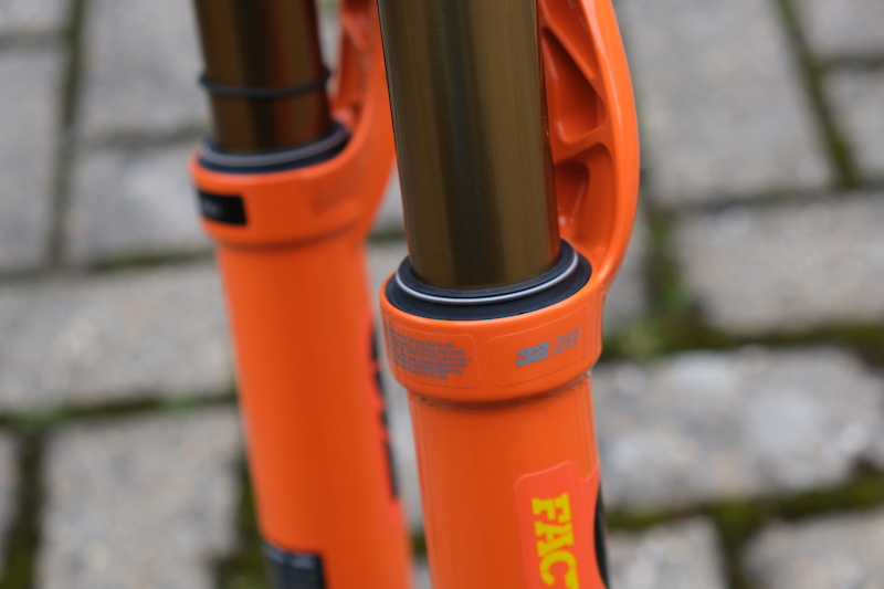First Look: The Updated Fox 32 Step-Cast - Pinkbike