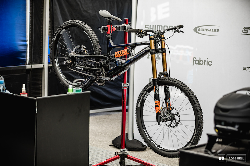 A Closer Look at Cannondale's Wild 2-Shock DH Bike - Maribor