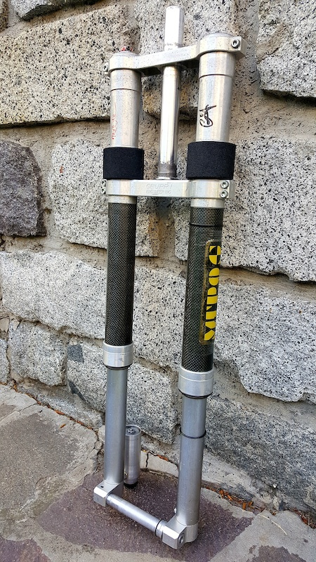 MUPO Roccia 1999 spring external rebound external compression external ifp preload 220mm 38mm stanchions disk 20mm through axle. Autograph of Mr Gianluca Maselli MUPO founder and mind behind that fork 1st MUPO production and Mr Roccia MUPO s Tech