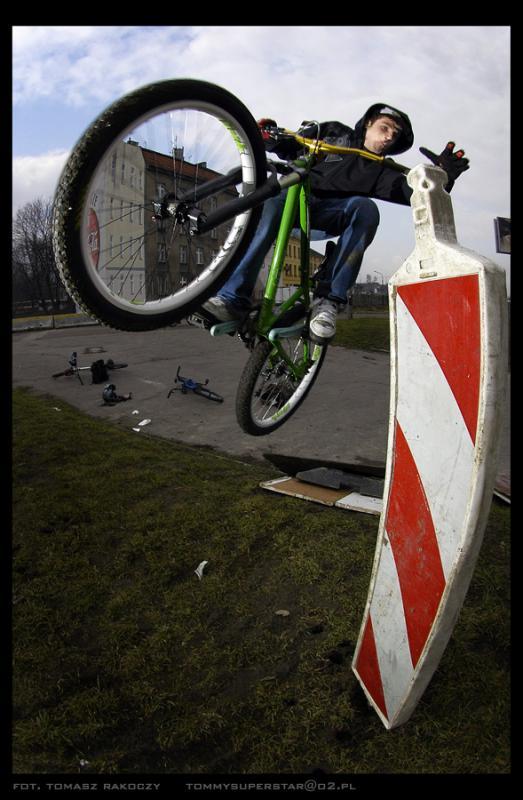handplant attempt, funny street riding :D