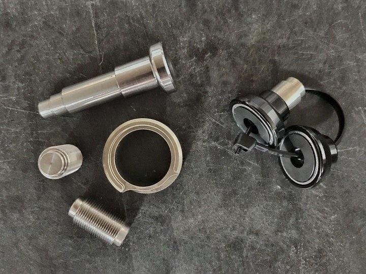 Fox FIT 4 damper & Roller bearing shock hardware kit