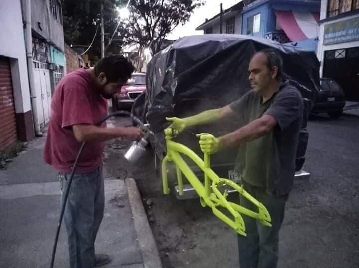 Quand tu confie la peinture de ton cadre à carrossier indien!!!!!   VOILA LE RÉSULTA
