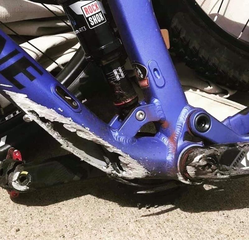 Quand ton vélo tombe sur l'autoroute :/