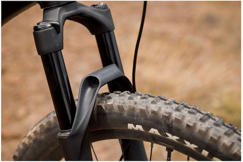 First Look: Giant Manufactures Its Own Range of Suspension Forks - Pinkbike