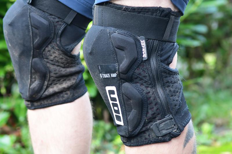 Left Leg /… Trace Knee Guard small Black