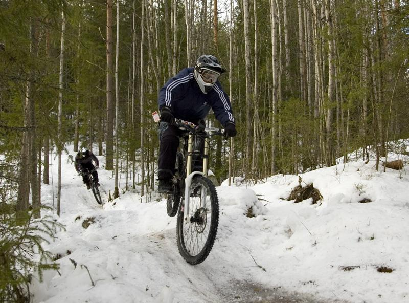 At last we got enough snow to do some lift assisted biking. Photo: Teppo Naakka