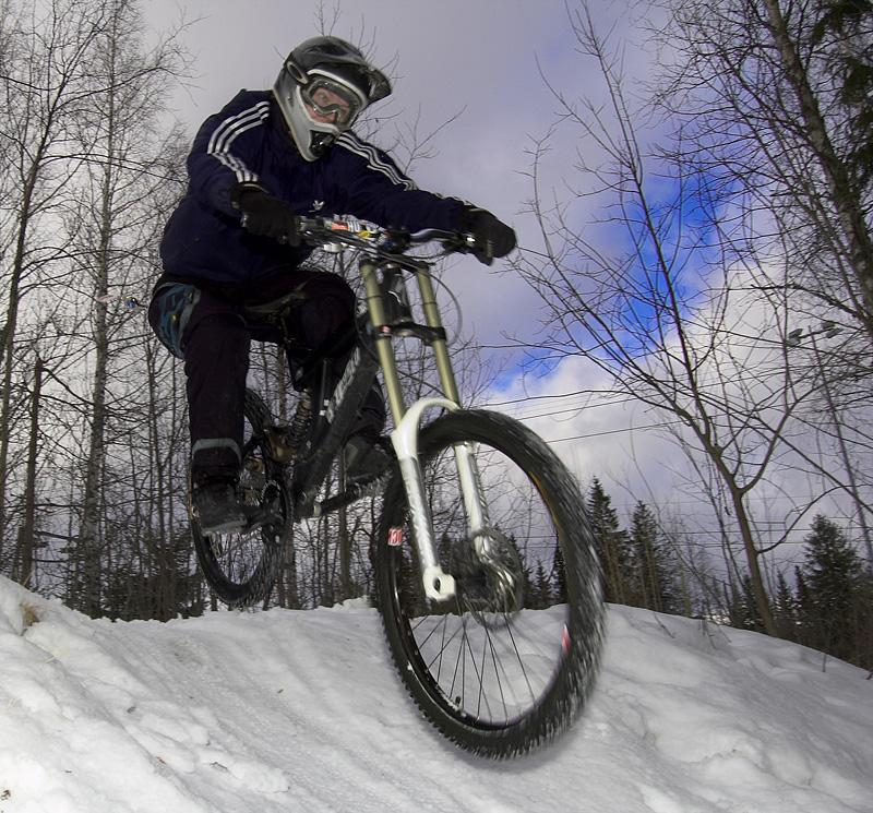 At last we got enough snow to do some lift assisted biking. Photo: MattiT
