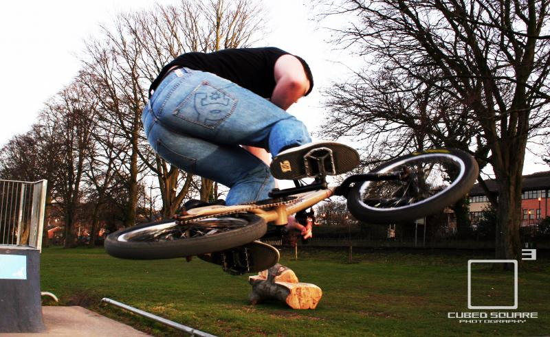 Ell Table Air on Deathbox Photo - Laurence CE