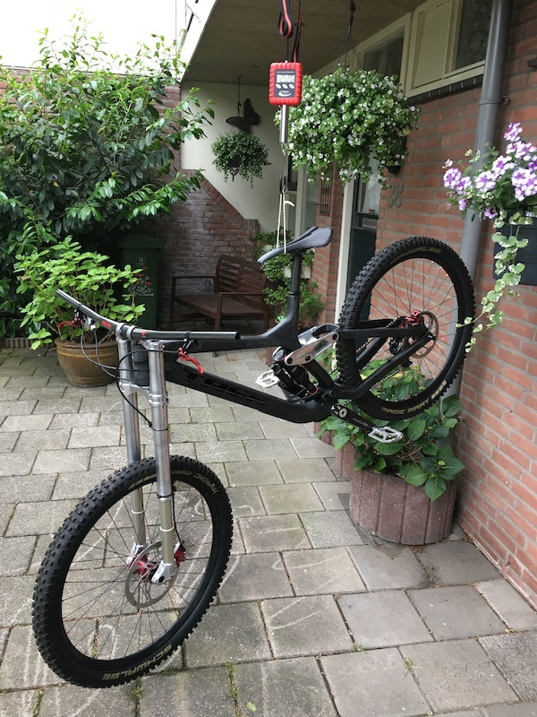 Session lightest DH bike project 12 520kg with pedals only missing grips need to cut bars maybe shorten chain more change chainring to a lichter one to get it below 12 5kg