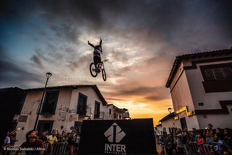 Antoni on the big gaps on an urban course event in PV.  Photo credit: Nicolas Switalski, Altius Events