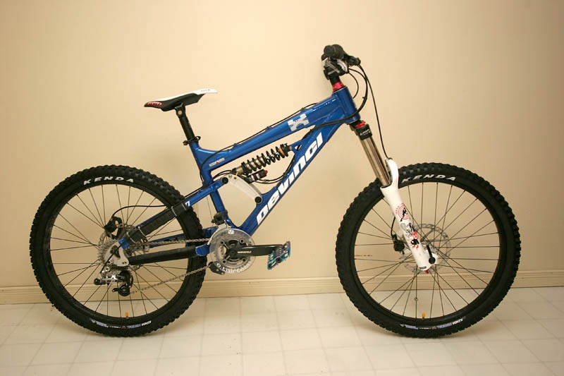 2006 Devinci Johnson. 40 Pounds.