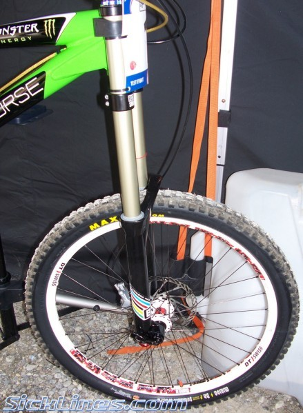 spy shots of his 2008 race bike from the Val Di Sole Worlds Test Event - New 2009 Blackbox - Boxxer Forks