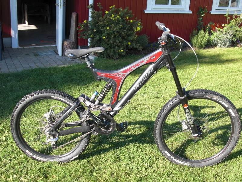 Specialized Big Hit Expert 2005 Size M 2007 Marzocchi RC2X VA Fox Dhx 5.0 2007 Hope Moto V2 2008 Shimano Tiagra Deore brake lever e.13 Single Ring Security Original Singletrack on Specialized bicycle hub Schwalbe big betty