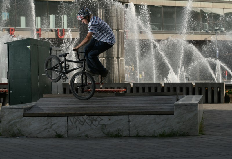 Bunny up on to a thing, footjam tailwhip