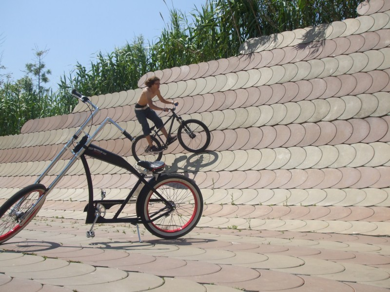 marc learning wallrides with my bike,and i learn to ride wallrides with that chooper