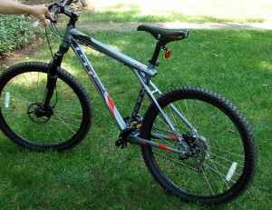 b2b976a1a92 2008 GT Avalanche 1.0 Disk Mountain Bike For Sale