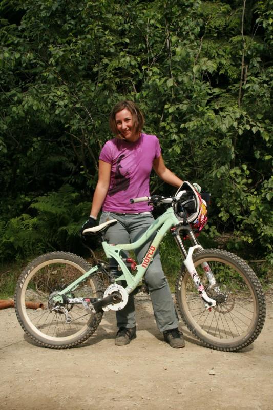 Darcy and her new women specific freeride bike-The Vixa.