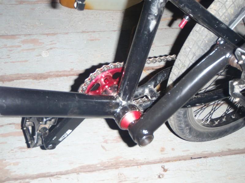 My kink whip. Flybikes cranks, tsc bb, rhyno lite rims, subrosa pandora bars, 42bikes stem and sprocket, flybikes tire Back, Odyssey street p-lyte 2,1 Front, Fat capital seat, tsc post....