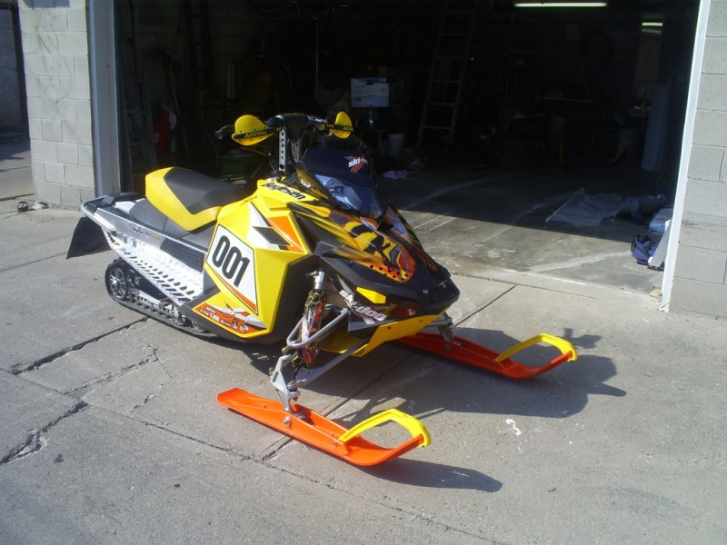 pics of snowmobile. skidoo xp 860 conversion.