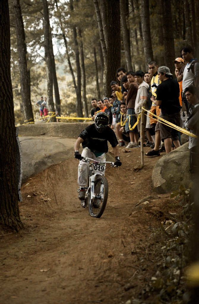 everything bottomed out, best spot to watch during the race.  props to Unay the photographer