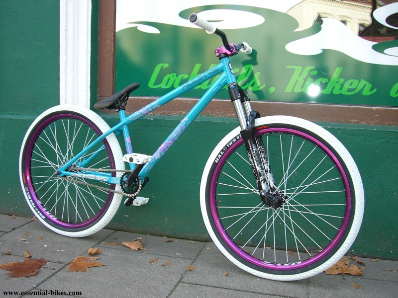 "essential-bikes.com / custom bike. samoon ""flower"" frame, 26"", halo sas rims, gusset crank, rs argyle fork.  miami vice"