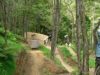 a few lads traing thru the jumps;; photo courtesy of 'whipit'